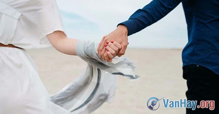 Tình yêu là niềm say mê đem lại hạnh phúc cho người khác