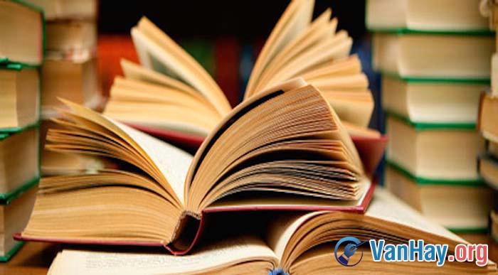 """Nguyễn Văn Siêu nói về văn: Văn chương... có loại đáng thờ. Có loại không đáng thờ. Loại không đáng thờ là loại chỉ chuyên chú ở văn chương. Loại đáng thờ là loại chuyên chú ở con người"""". Hãy phát biểu ý kiến về quan niệm trên"""