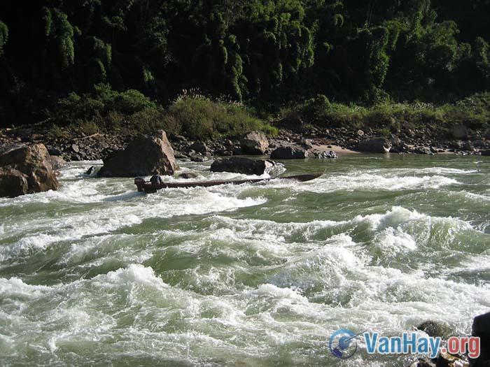 Cuộc chiến đấu của người lái đò với thần Đá thần Sông