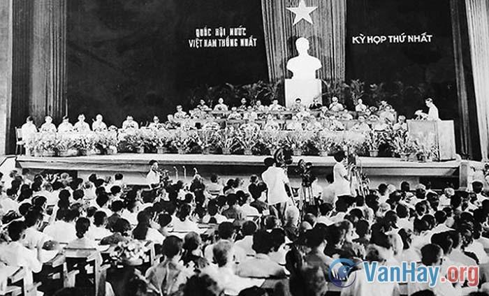 """Cảm nhận của em khi đọc """"Những ngày đầu của nước Việt Nam mới"""" trích hồi kí """"Những năm tháng không thể nào quên"""" của Đại tướng Võ Nguyên Giáp"""