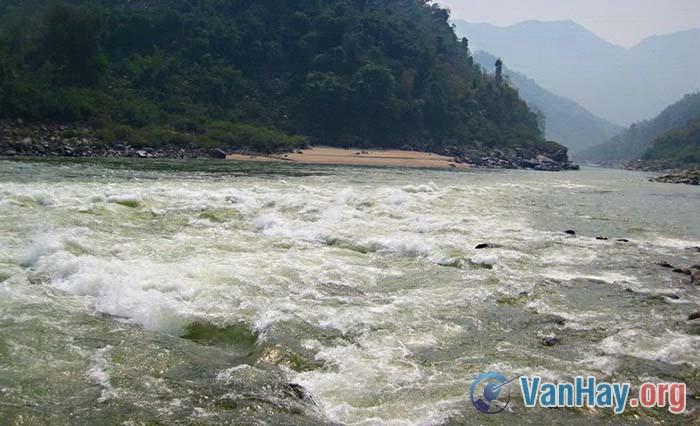 Sông Đà hung bạo lắm thác nhiều ghềnh
