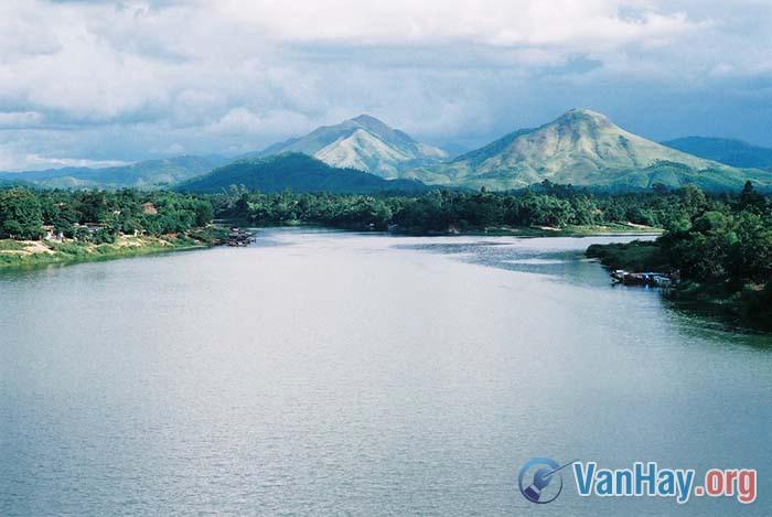 Sông Hương từ ngã ba Tuần đến chân đồi Thiên Mụ