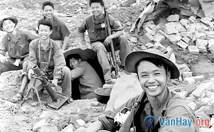 Phân tích nhân vật Việt và chỉ ra những nét đặc sắc về nghệ thuật trong truyện Những đứa con trong gia đình của nhà văn Nguyễn Thi