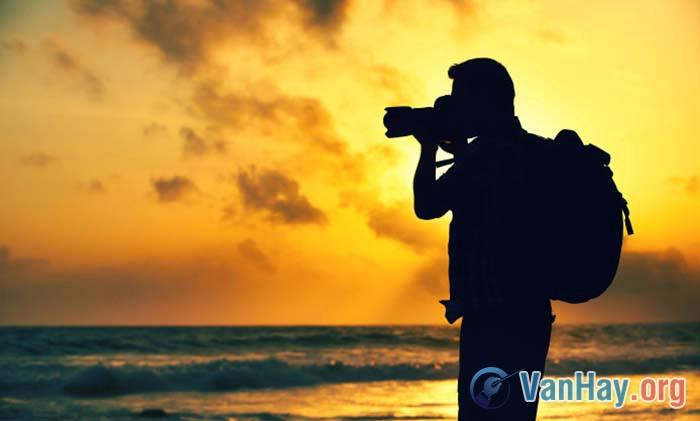 """Nghệ sĩ Phùng đã """"vác"""" máy ảnh trở lại vùng biển"""